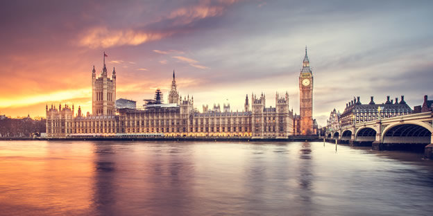 uk-government-smart-working-london Photo by Luca Micheli on Unsplash
